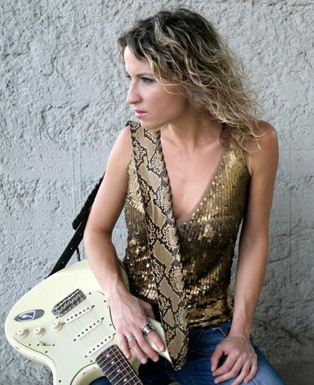 Gitarristin und Sängerin Ana Popovic
