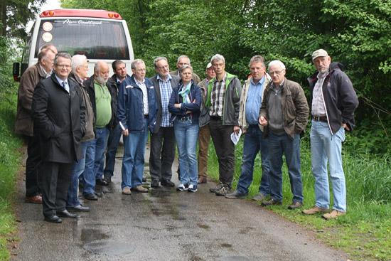 Die Teilnehmer der Besichtigungsfahrt bei der Begehung des Vennetütenweges.